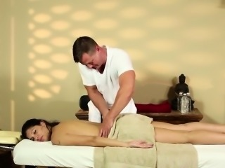 Masseuse gets cummed chiefly