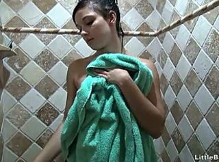 Horny teen rubs her cunt under the shower