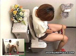 Voyeur 4 You: Girl Dorm Toilet Onanism