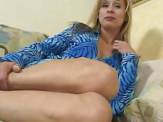 Lovely Blonde MILF Payton Leigh 2