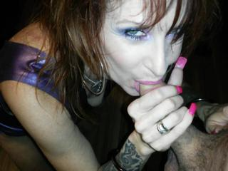 "Sable Bordeaux latex long nails blowjob"" class=""th-mov"