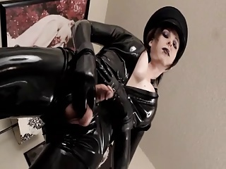 TS Eva Cassini in Black Latex