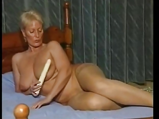 Amateur Big Tits Mature Natural Solo Toy Vintage