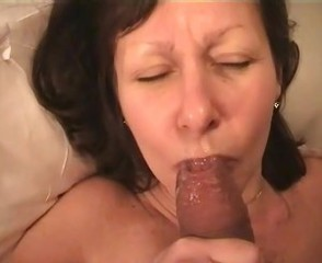 mature wife licks hubby&#039,s glans and spils nothing
