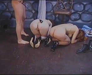Horny lesbians perform wild BDSM in lock-up