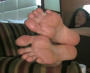 Big Feet Hanging retire from Couch