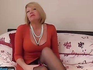 Amazing Mature Mom
