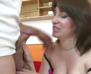 Kinky mature mother suck and fuck her young lover