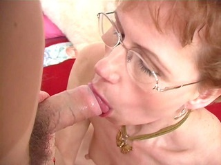 elderly broad shows her oral skills - ant bedsitter