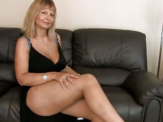 Amazing Big Tits Legs Mature Mom