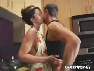 Amateur Kitchen  Mom Wife