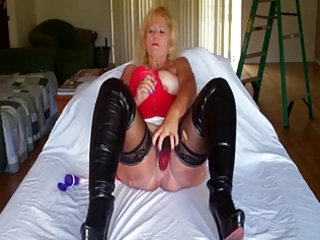 Amateur Homemade Latex Masturbating Mature Mom Solo Toy