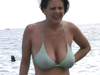 hot d like to fuck anent bikini at the beach