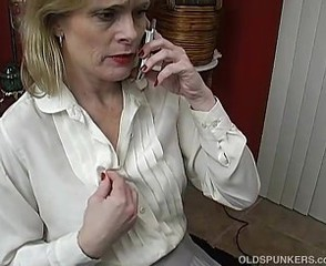 Sexy mature babe talks dirty in the sky the phone while wanking
