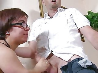 Mature Spanish Midget Loves nigh Swell up with an increment of get Fucked