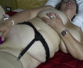 Old granny with big saggy tits together with hungry cunt