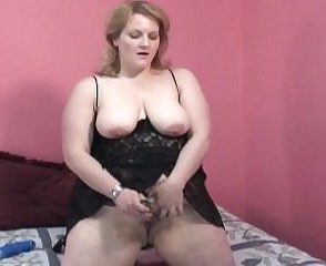 Amateur Chubby Masturbating  Mom Natural  Solo