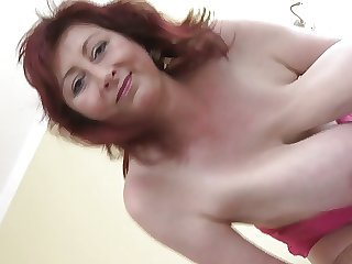 Awesome Huge-Boobs-Milf let em hanging
