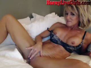 Masturbating Mature Mom Solo Webcam