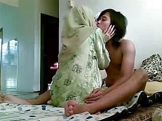Amateur Arab Girlfriend Homemade Kissing