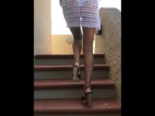 Dilettanti Gambe MILF Gonna Dildo Indossabile