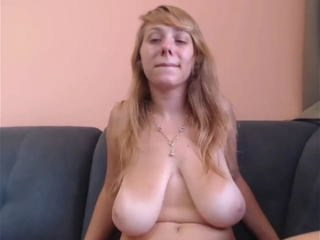 Amateur Casting Mature MILF Seins Flasques Strapon
