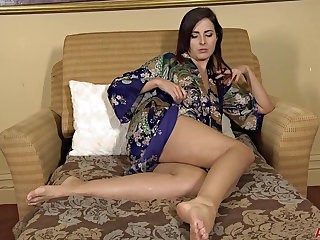 Amazing Cute Legs MILF Strapon