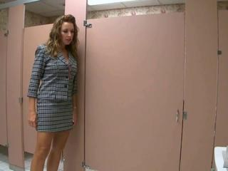 MILF Segretarie Gonna Dildo Indossabile Toilet