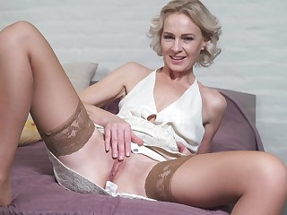 Masturbating Mature Mom Pussy Stockings Strapon