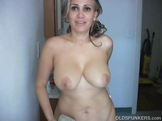 Amateur Big Tits Mature Mom Natural Strapon