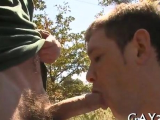 Amateur dude gets picked up for a gay blowjob