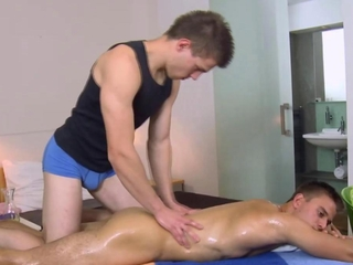 Masseur oils up a straight dudes sweet ass