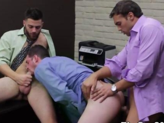 Gay office studs enjoying a threesome
