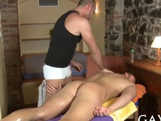 Shameless masseur seduces a straighty with oral sex