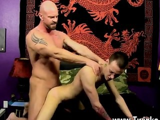 Naked guys Chris gets the cum plumbed out of him while he's on his back