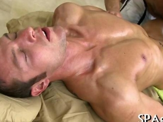 Mature masseur fills his mouth with man meat