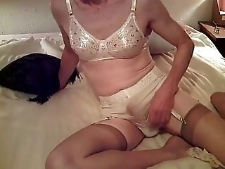 Found on Web Sissy Cumming in Granny Panties