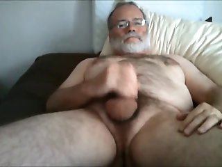 Daddybear wanking on Bed