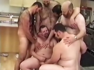 one hour with over ten bears !! full scenes