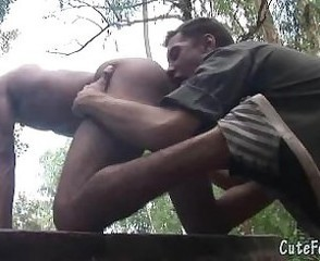 Old cop rims a naked twink outdoors