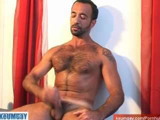 Woow! So sexy male get wanked his big cock in spite of him !