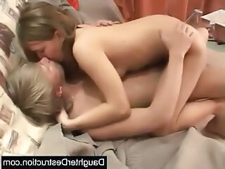Mga video mula teenxxx19.com