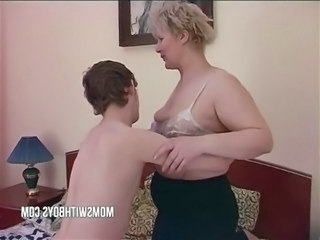 Amateur Blonde Chubby Mature Mom Old and Young