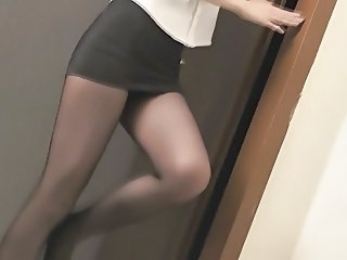 Amazing Legs Pantyhose Skirt
