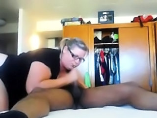 Amateur Chubby Glasses Handjob Homemade Wife