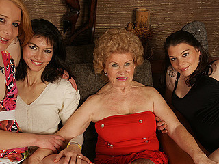 Groupsex Lesbian  Old and Young Strapon