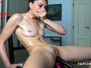 Amateur Masturbating  Oiled Shaved Toy Webcam