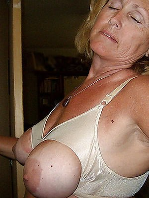 Pics from grandmothernudepics.com