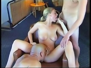Amateur Blowjob Licking Threesome
