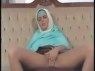 Amateur Arab Masturbating
